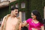 Sonakshi Sinha smiles at Akshay Kumar in Rowdy Rathore Movie Stills