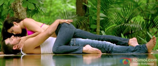 Randeep Hooda And Sunny Leone Steamy Love Making Scenes Jism 2 Hot Movie Stills