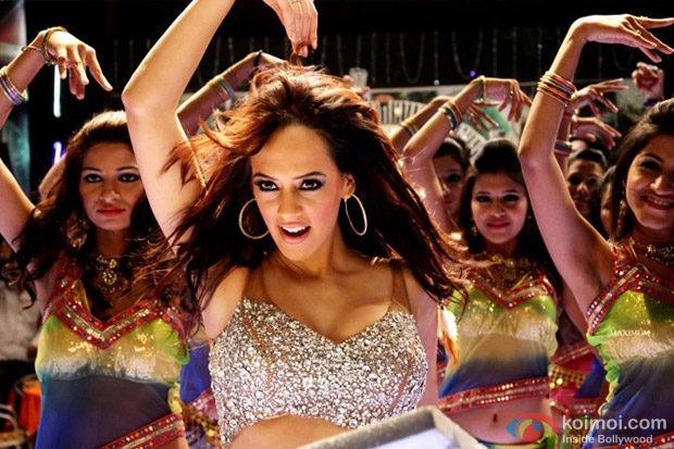 Hazel Keech hot Item song Aa Ante Amalapuram in Maximum Movie Stills