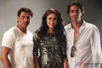 Madhur Bhandarkar, Kareena Kapoor and Arjun Rampal on the set of Heroine Movie Stills