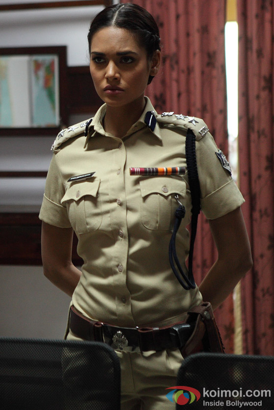 Esha Gupta getting bold and dabbang in Chakravyuh Movie