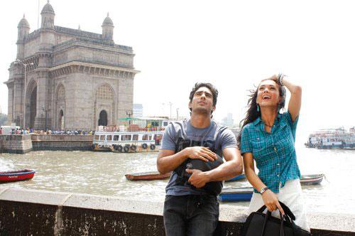 Amy Jackson and Prateik Babbar shooting for Ek Deewana Tha at Gateway Of India