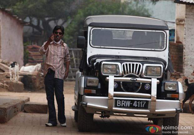 Nawazuddin Siddiqui Smoke A Cigarette In Gangs Of Wasseypur 2 Movie