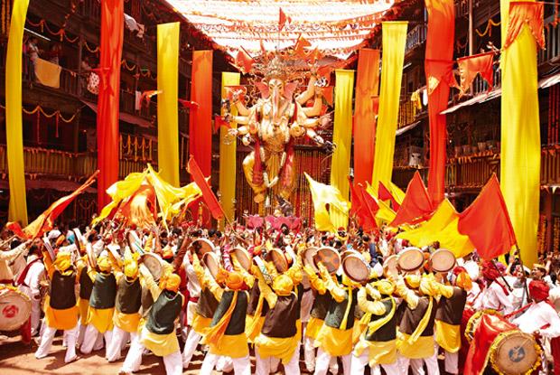 Ganesh Idol from Hrithik Roshan's Agneepath Movie in Deva Shree Ganesha Song
