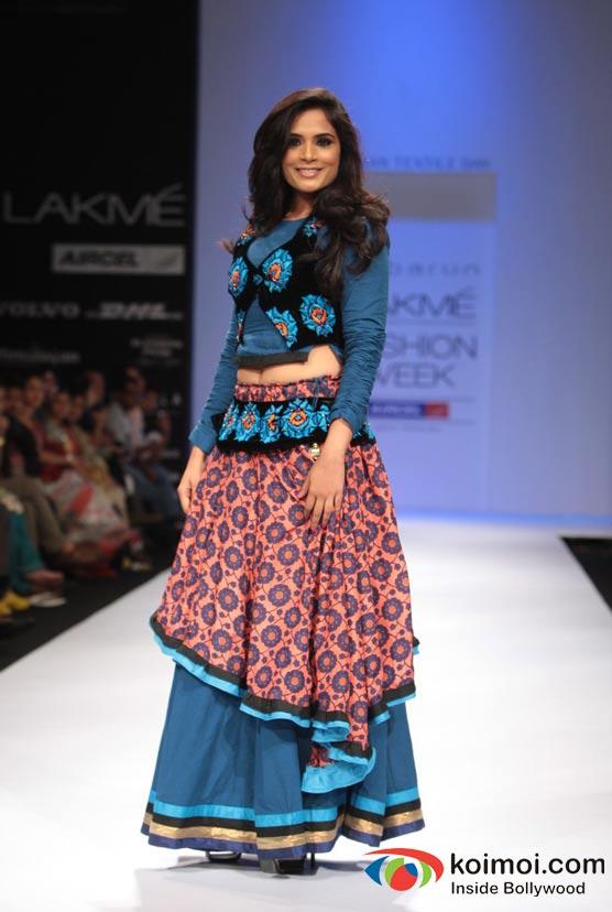 Richa Chadda At Designer Debarun S Omnipresent Show At Lakme Fashion Week 2012 Koimoi