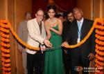 Steve Waters, Sonam Kapoor, Vikram Merchant Unveil Stylish And Luxurious Nazraana Lounge At IIJW 2012
