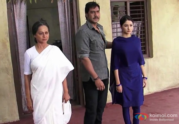 Zarina Wahab, Ajay Devgan and Leena Jumani in Himmatwala Movie Stills