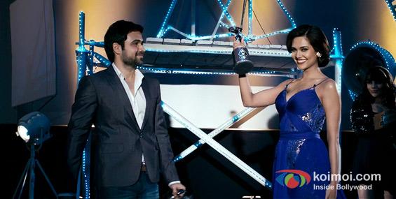 Emraan Hashmi and Esha Gupta (Raaz 3 Movie Stills)