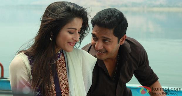 Madhhurima Banerjee and Shreyas Talpade in a still from Kamaal Dhamaal Malamaal Movie