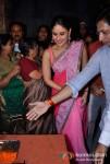 Kareena Kapoor and Madhur Bhandarkar Prayed For Heroine Movie at Sarvajanik Ganeshostav Mandal In Bandra
