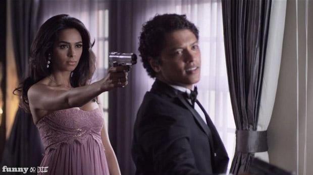 Mallika Sherawat in Bruno Mars' Whatta Man Video