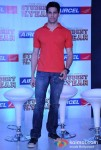 Sidharth Malhotra At Aircel Presents Buddy Of The Year Trophy