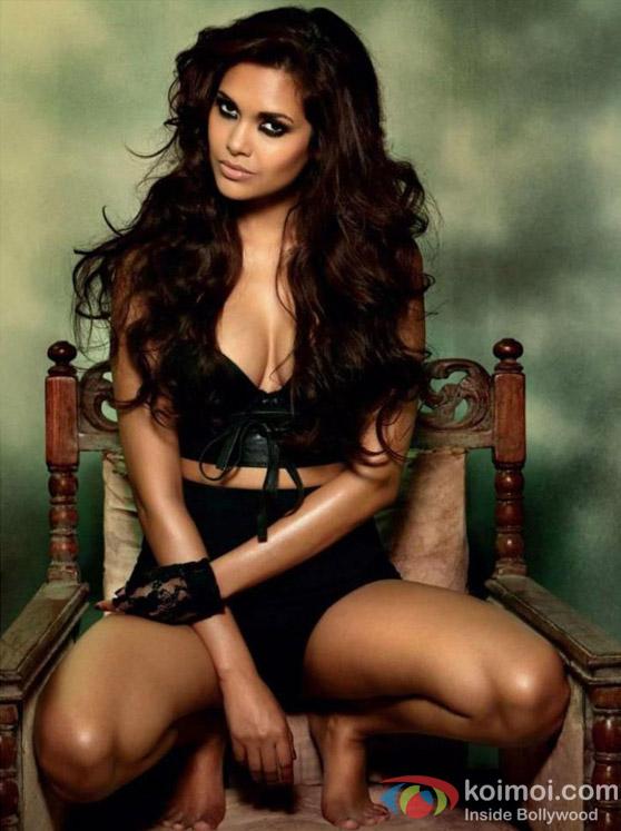 Hot Esha Gupta in Raaz 3 Movie Stills
