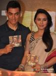 Aamir Khan And Rani Mukerji At Talaash Movie Music Launch Pic 3