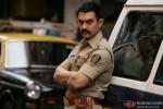 Aamir Khan looks suave in Police 'Vardi' in Talaash Movie Stills