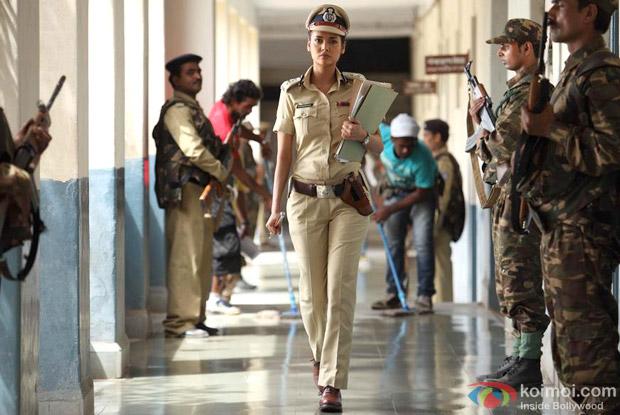 Esha Gupta in a Still from Chakravyuh Movie