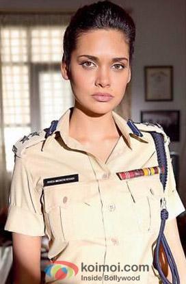 Esha Gupta as a Polic Officer In Chakravyuh Movie