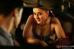 Kareena Kapoor flaunts her assets in a movie still of Talaash