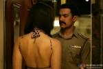 Kareena Kapoor tries to woo Aamir Khan in Talaash Movie Stills