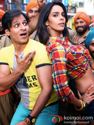 Vivek Oberoi and Mallika Sherawat in a still from Kismet (Kismat) Love Paisa Dilli Movie