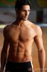 Sidharth Malhotra flaunts his toned body
