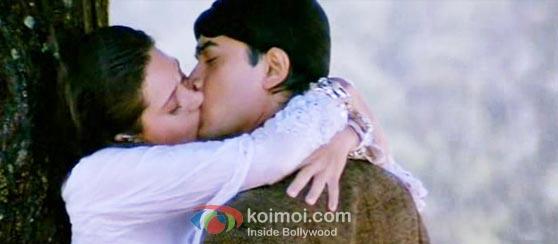 Aamir Khan And Karisma Kapoor in Raja Hindustani Kiss Smooch