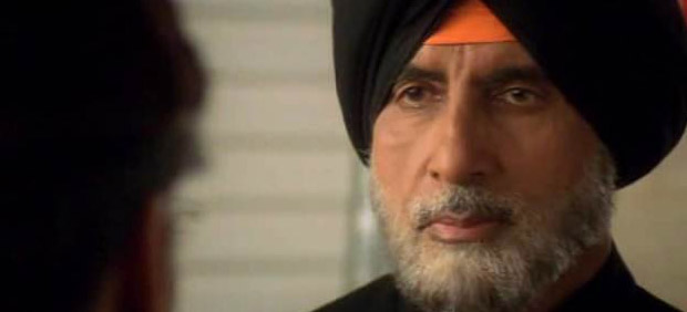 Amitabh Bachchan in a still from Ab Tumhare Hawale Watan Saathiyo Movie