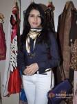 Bhagyashree At Kimaya's New Festivel Collection Launch Pic 1
