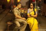 Chulbul Pandey (Salman Khan) 'patao's' his Rajjo (Sonakshi Sinha) in Dabangg 2 Movie Stills