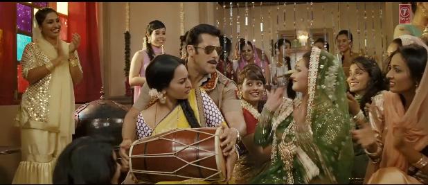 Sonakshi Sinha and Salman Khan in Dagabaaz Re Song - Dabangg 2