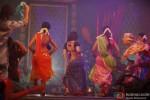 Hot Kareena Kapoor dances in Fevicol song in Dabangg 2 Movie Stills