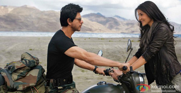 Shah Rukh Khan And Anushka Sharma in a still from Jab Tak Hai Jaan Movie