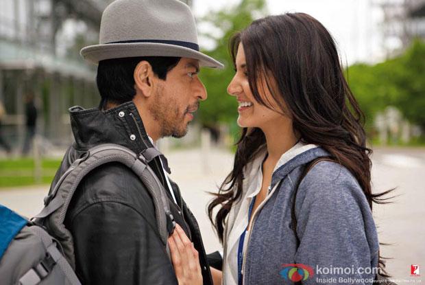 Shah Rukh Khan And Anushka Sharma in a still from Jab Tak Hai Jaan Movie