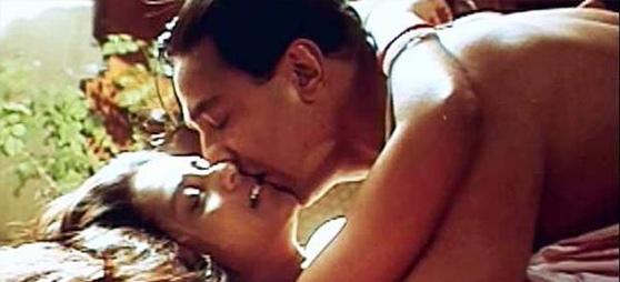 Kamal Hassan And Rani Mukherjee In Hey Raam Kiss