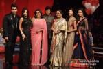 Karan Johar, Malaika Arora Khan, Farah Khan, Shah Rukh Khan, Kirron Kher, Katrina Kaif And Anushka Sharma On 'India's Got Talent' Grand Finale Pic 3