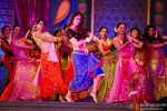 Kareena Kapoor does the signature steps of 'Fevicol' song in Dabangg 2 Movie Stills