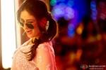Kareena Kapoor winks in a still from 'Fevicol' song in Dabangg 2 Movie Stills