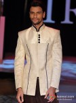 Model Walks For Riyaz Gangji At India Resort Fashion Week 2012 Pic 2