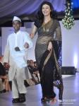 Ragini Khanna Walk The Ramp At Global Peace Fashion Show Pic 2