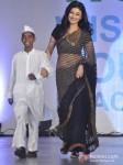 Ragini Khanna Walk The Ramp At Global Peace Fashion Show Pic 1