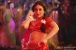 Red Hot Kareena Kapoor sizzles in 'Fevicol' Song in Dabangg 2 Movie Stills