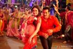 Salman Khan flirts with Kareena Kapoor in 'Fevicol' song in Dabangg 2 Movie Stills