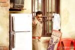 Salman Khan points a gun in Dabangg 2 Movie Stills