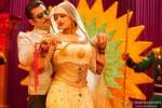 Salman Khan woos Sonakshi Sinha in 'Dagabaaz Re' Song In Dabangg 2 Movie Stills