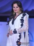Sania Mirza Walk The Ramp At Global Peace Fashion Show Pic 3
