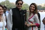 Shashi Tharoor and Raageshwari Loomba at Global Peace Initiative Walkathon