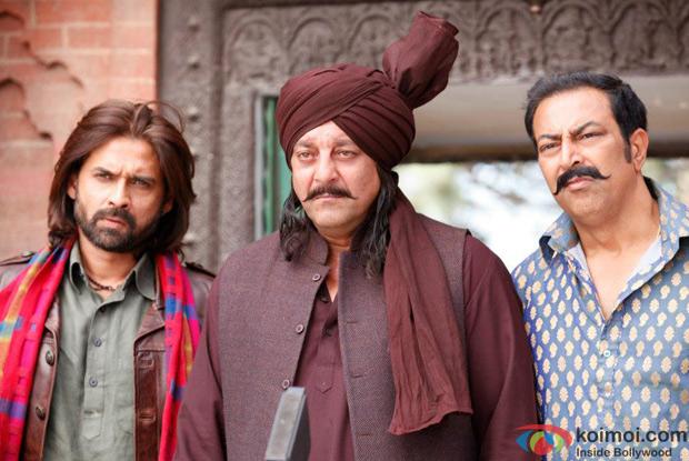 Mukul Dev, Sanjay Dutt and Vindu Dara Singh in a still from Son Of Sardaar Movie