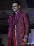 Vivek Oberoi Walk The Ramp At Global Peace Fashion Show Pic 1