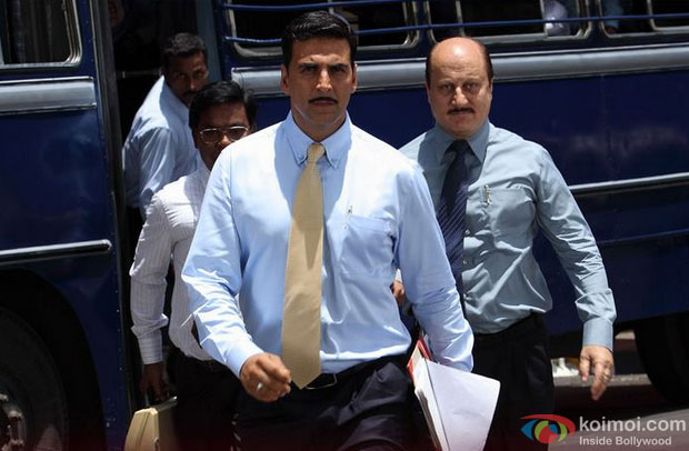 Akshay Kumar and Anupam Kher in in Special Chabbis (26) Movie Stills