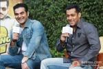 Arbaaz Khan And Salman Khan at Dabangg 2 Press Meet in Delhi Pic 6